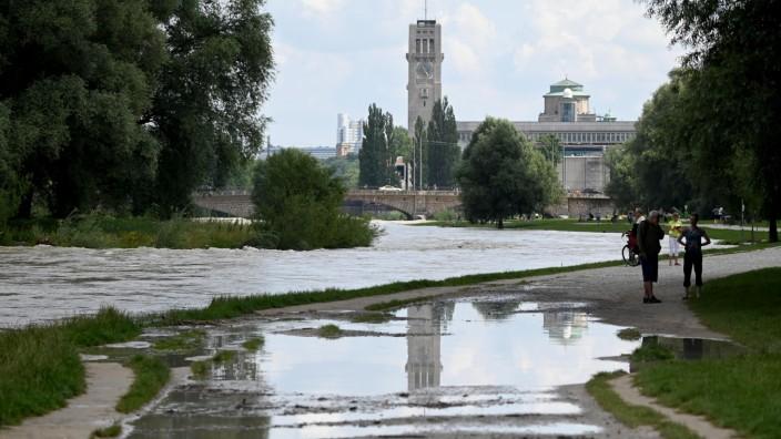 Isarvorstadt: Die Isar kann nicht nur bei Hochwasser gefährlich sein.