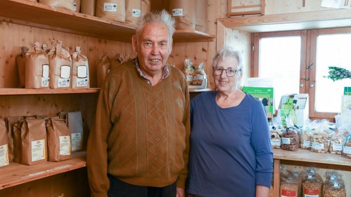 SZ-Serie: Wer wohnt denn da?: Franz Schölderle und seine Frau Josefa betreiben in der Mühle einen Hofladen und eine Bäckerei.