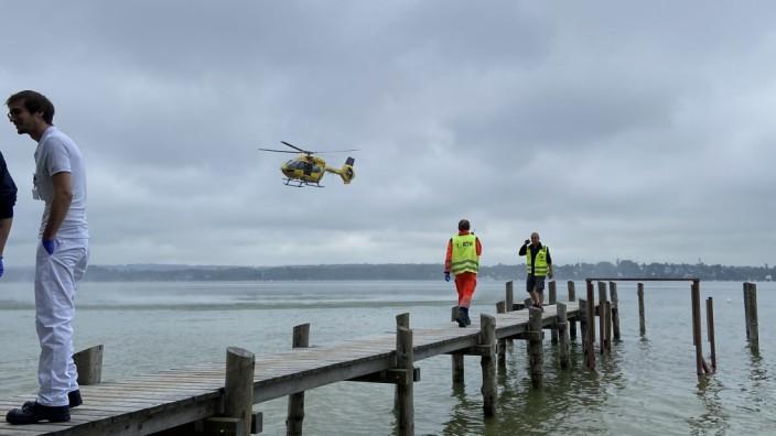 Badeunfall: Mehr als 40 Rettungskräfte von Wasserwachten und Feuerwehr beteiligten sich an der Suche - unter anderem mit einem Hubschrauber.