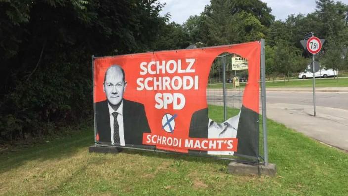 Schrodi Wahlplakate beschädigt
