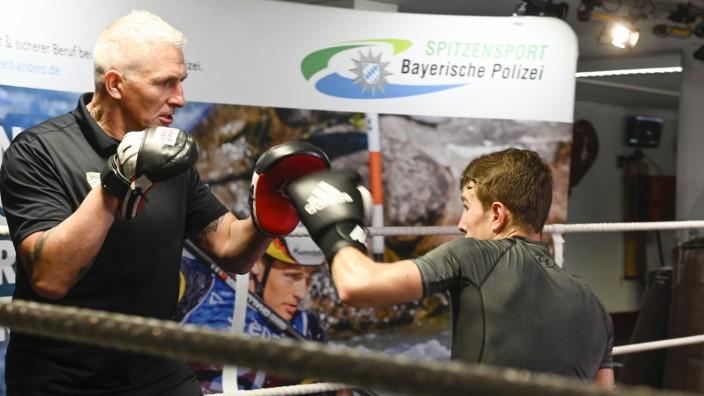 Boxen: Talent-Förderer: Kai Melder, leitender Verbandstrainer, beim Training mit Jan Richmeier vom Boxclub Eichstätt.