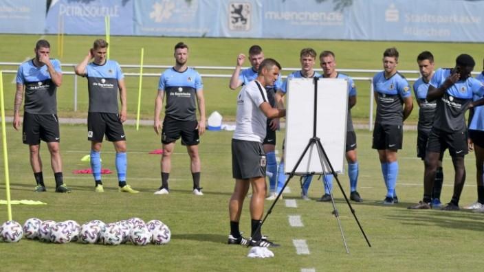 20.06.2021, Fussball 3. Liga 2021/2022, TSV 1860 München Trainingsauftakt an der Grünwalderstrasse in München. mitte: T