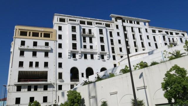 Seit 1976 leerstehendes Hotel Provencal ehemaliges Luxushotel Leerstand Immobile keine Fenster