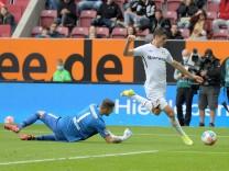 28.08.2021, xemx, Fussball 1.Bundesliga, FC Augsburg - Bayer 04 Leverkusen emspor, v.l. Rafal Gikiewicz (FC Augsburg),