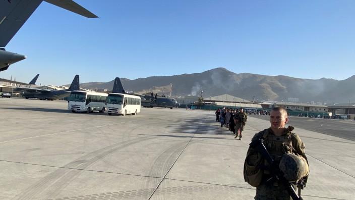 Afghanistan: Mehr als 114 000 Menschen konnten in den vergangenen zwei Wochen aus Kabul ausgeflogen werden.