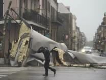 """Unwetter in den USA: Hurrikan """"Ida"""" trifft auf Land, Zehntausende Haushalte ohne Strom"""