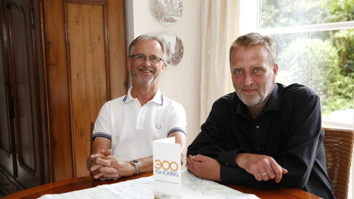 Erneuerbare Energien: Karlheinz Seim (links) und Georg Linsinger wollen die Ickinger dazu bringen, ihrem Beispiel zu folgen.