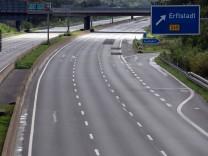 Regen in Nordrhein-Westfalen: Damm in Erftstadt vorübergehend überspült