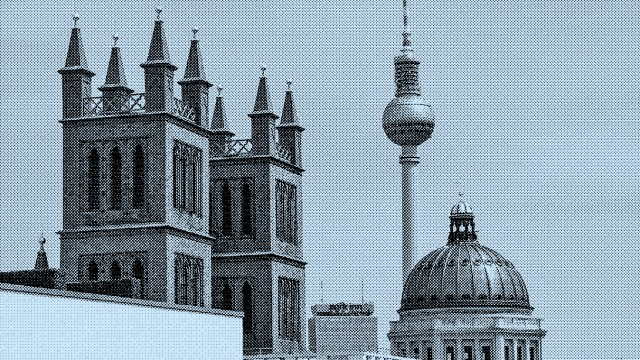 Humboldt Forum mit Kreuz auf der Kuppel