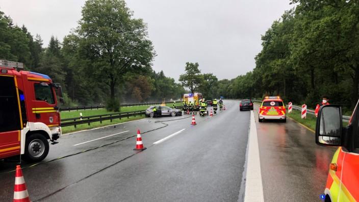 Gefahr auf der A 95: Gewohntes Bild: bei Regen muss die Freiwillige Feuerwehr häufig zu Unfällen wegen Aquaplaning ausrücken.