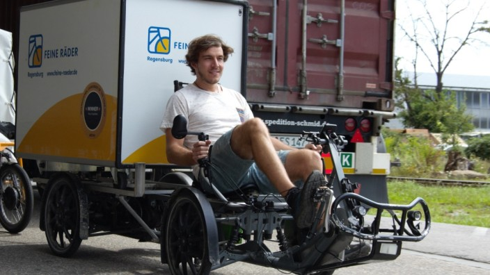 Lastenfahrräder: Das Lastenbike kann es zwar nicht mit einem LKW aufnehmen, dafür kommt es auch durch schmale Gassen.