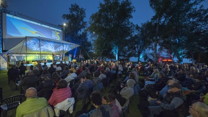 Fünfseen-Filmfestival: Am See war's zwar kühl, aber immerhin herrschte vor zwei Wochen noch so etwas wie Sommerwetter: die Eröffnung des Fünfseen-Filmfestivals.