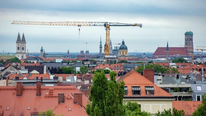 MUENCHEN: Kran-Umsetzung - Sanierung Oskar-von-Miller-Gymnasium