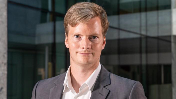 Carlo Rasmus Schwarz Assistant Professor Bocconi University, Italy