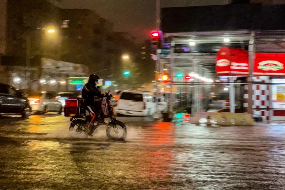 Restos del huracán Ida se mueven por el noreste provocando inundaciones generalizadas