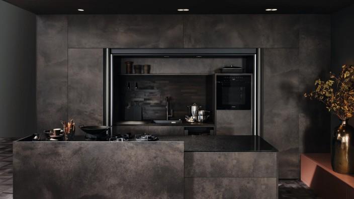 Einrichtungstrends: Elegante Dunkelkammer: eine aktuelle Küche von KH System Möbel.