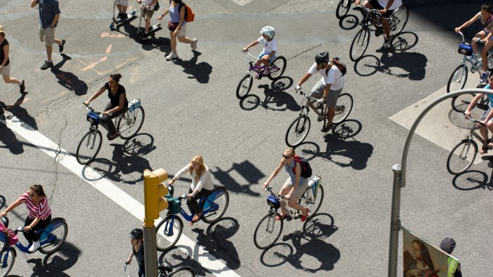 Bicyclists on Park Avenue in New York City