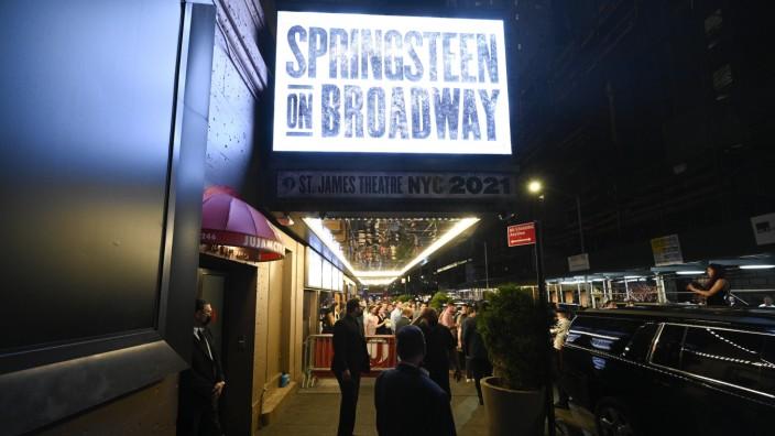"""Pandemie: Die erste Show am Broadway, """"Springsteen on Broadway"""", läuft seit dem 26. Juni wieder. Voraussetzung für den Eintritt war von Anfang an eine 1-G-Regel."""
