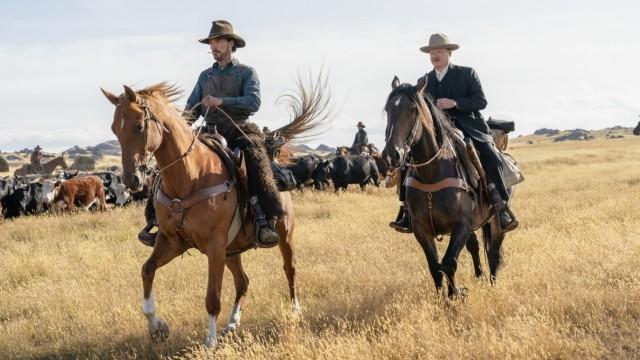 """Filmfestspiele Venedig: All die schönen Pferde: Benedict Cumberbatch (links) und Jesse Plemons als Cowboys in Jane Campions """"The Power of the Dog""""."""