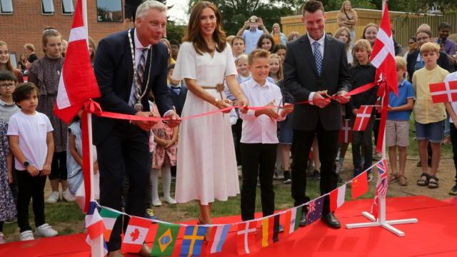 Dänemarks Prinzessin Mary eröffnet die ersten internationalen Grundschule auf der Insel Lolland.