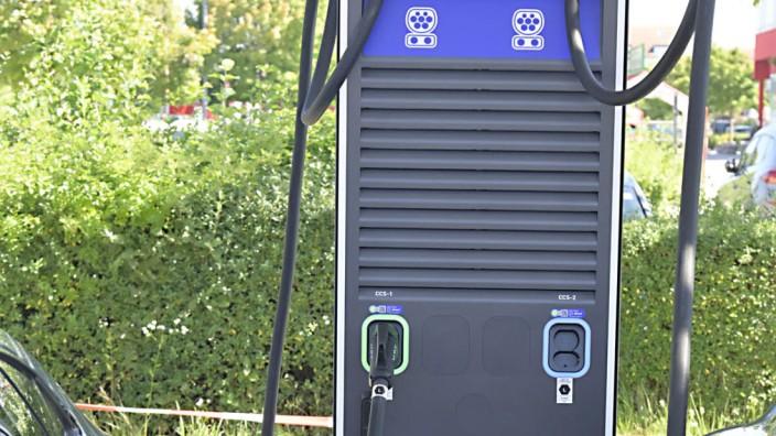 Mobilität: An zehn Säulen mit 20 Ladepunkten lassen sich E-Autos laden.