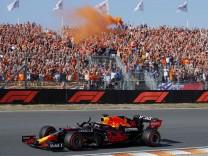 Formula 1 2021: Dutch GP CIRCUIT ZANDVOORT, NETHERLANDS - SEPTEMBER 04: Max Verstappen, Red Bull Racing RB16B, waves to