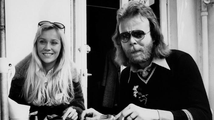 """Abba-Tourmanager Thomas Johansson: """"Wir entwickelten die Standards, wie man mit Künstlern umgeht"""": Thomas Johansson 1974 mit Agnetha Fältskog."""