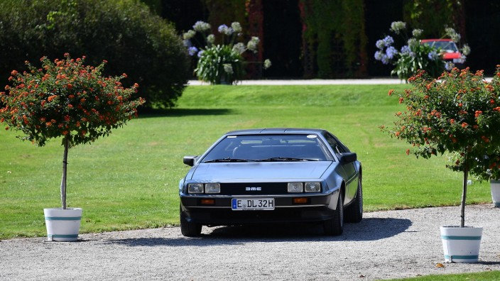 04.09.2021, xjhx, Wirtschaft Automobil, 17. Int. Concours d Elegance CLASSIC-GALA emwir, v.l. DeLorean DMC-12 Zurueck in