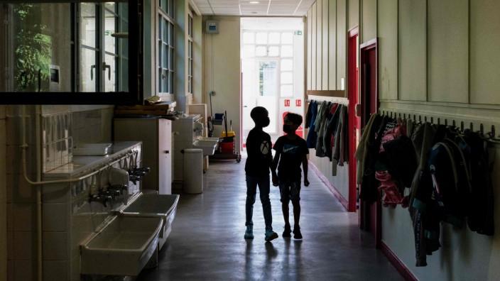 Schulstart im Ausland: Grundschüler in Lyon - in Frankreich hat das neue Schuljahr am 2. September begonnen.
