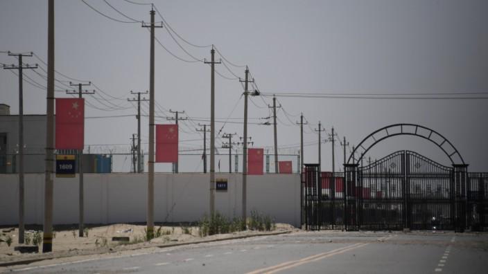 China: Diese Foto zeigt angeblich das Gelände eines chinesischen Umerziehungslagers bei Hotan, in der Region Xinjiang.