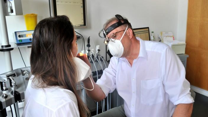 Starnberg: Praxis Dr. Bernhard Junge-Hülsing mit Long Covid Patientin Isabelle K.