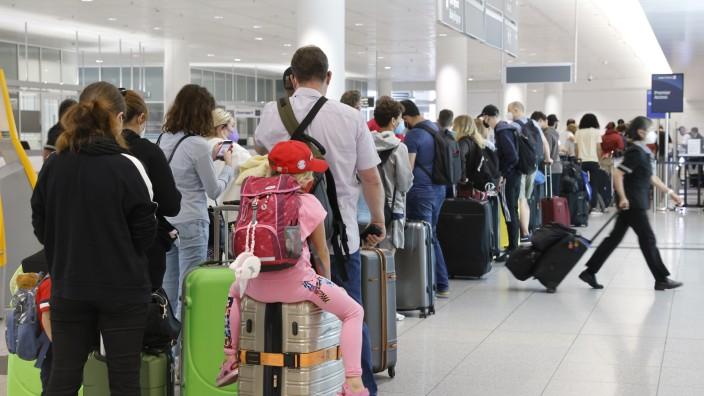 Flughafen München: Mehr als 1,8 Millionen Fluggäste wurde im August gezählt. Die meisten Auslandsflüge führten in den Ferien mit mehr als 1000 Starts nach Spanien.