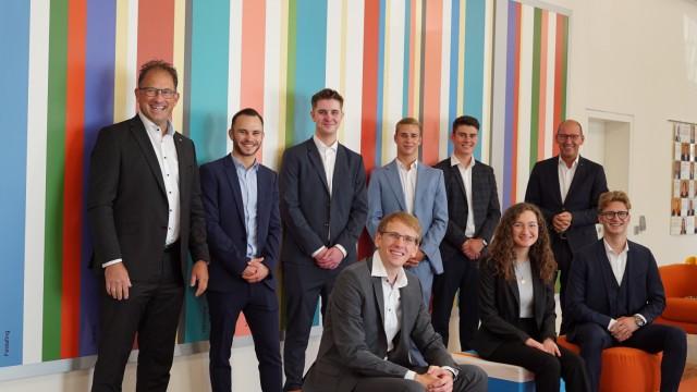 Lehre im Landkreis Starnberg: Die VR Bank Starnberg-Herrsching-Landsberg und ihre neuen Nachwuchskräfte.