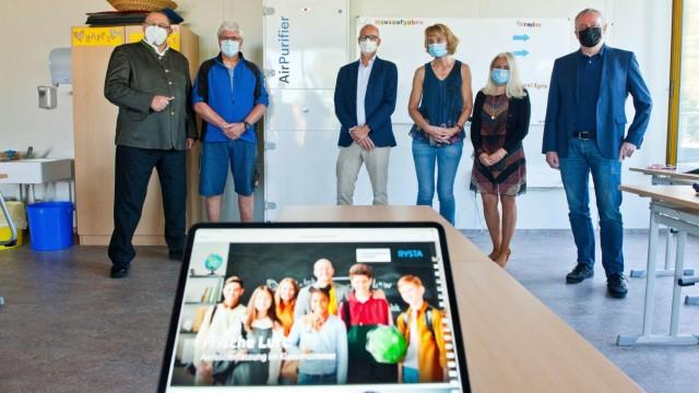 Anni-Pickert-Schule Poing: In Poing freut man sich über das neue CO₂-Messgerät der Anni-Pickert-Schule.