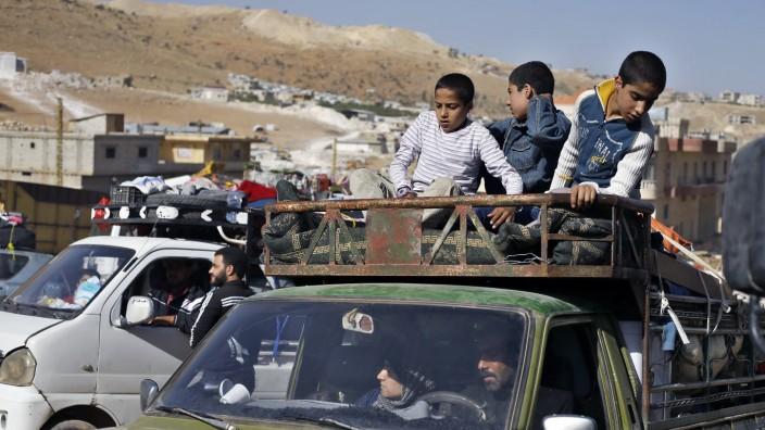 Menschenrechte: Nach Syrien zurückgekehrte Geflüchtete seien in besonderer Gefahr, schreibt Amnesty International. In dieser Aufnahme überqueren Rückkehrer die Grenze von Libanon nach Syrien.