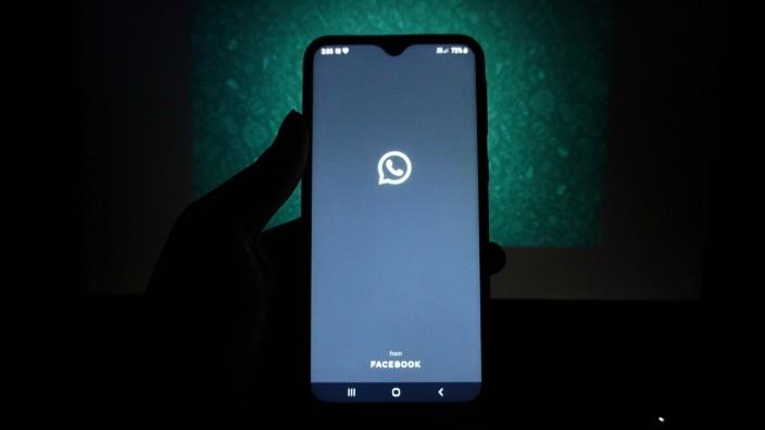 """Smartphone mit geöffneter App """"WhatsApp"""""""