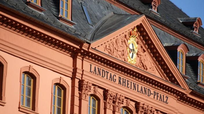 Landtag in Rheinland-Pfalz im Deutschhaus in Mainz *** Parliament in Rhineland-Palatinate in the Deutschhaus in Mainz C