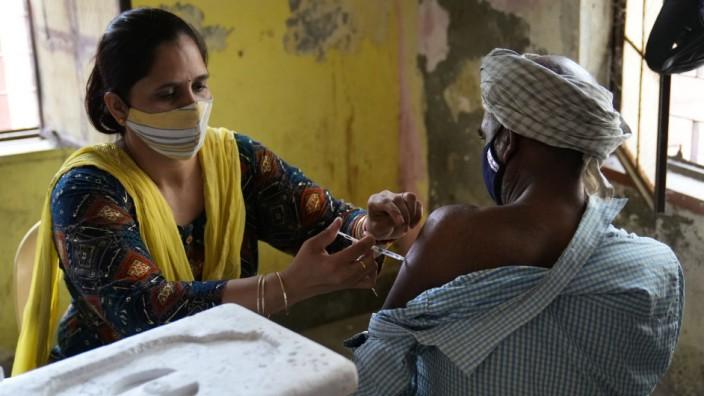 Vakzin ZyCoV-D: Corona-Impfung in Indien. In dem Land wurde diese Woche ein neuartiger Impfstoff zugelassen, der auf dem Erbgutmolekül DNA basiert.