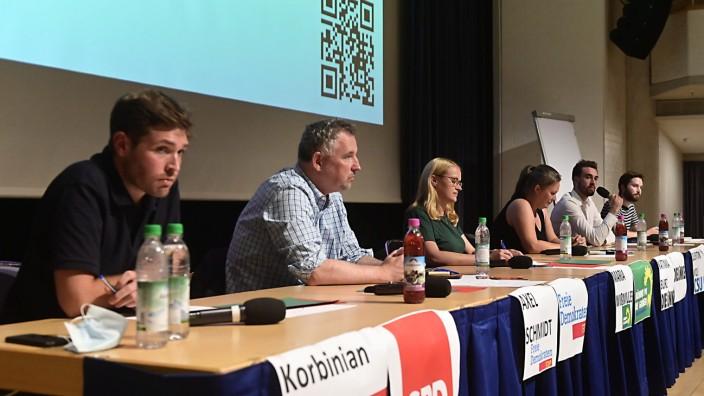 Bundestagswahlkampf: Die Bundestagskandidaten Korbinian Rüger, Axel Schmidt, Maria Wißmiller, Katinka Burz, Quentin Wolf und Yannick Rouault (von links) stellten sich den Fragen junger Leute.