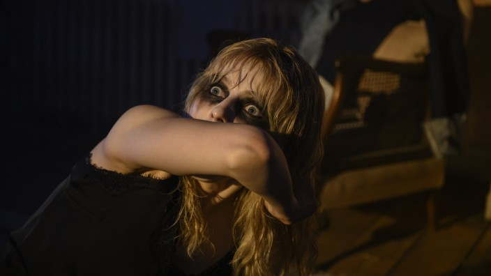 "Filmfestival Venedig: Buh! Thomasin McKenzie in ""Last Night in Soho""."