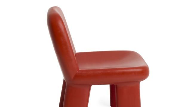 Möbelmesse in Mailand: Der Loungechair der schwedischen Marke Blå Station verspricht jetzt Stabilität.