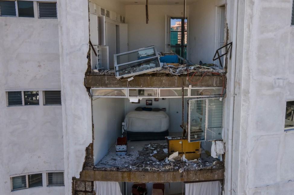 *** BESTPIX *** Magnitude 7.1 Earthquake Hits Acapulco