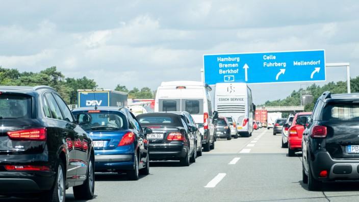 Volle Autobahnen im Norden erwartet