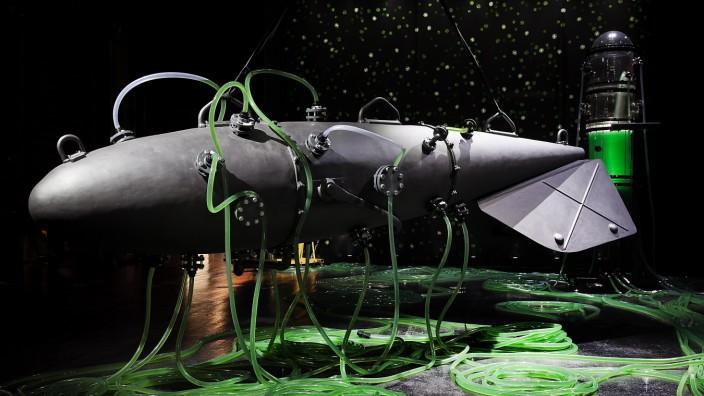 """Ausstellung: Das U-Boot """"Hydra"""" mit sechs verschiedenen Flüssigkeitskreisläufen."""