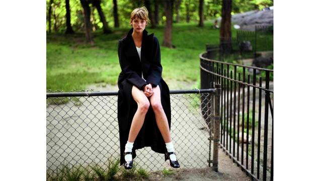 Mode in den 90ern: Verloren wirkt Linda Evangelista hier im Central Park in New York.