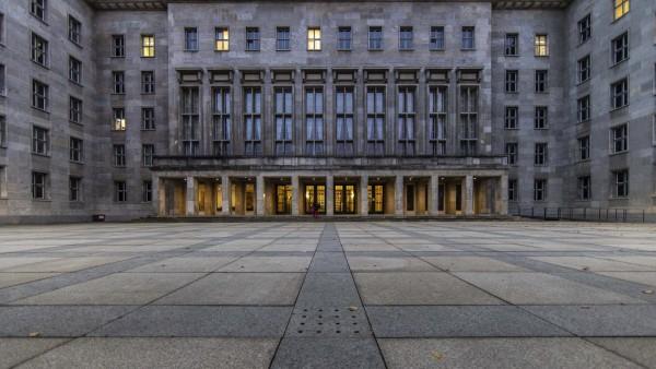 Bundesministerium der Finanzen (BMF), aufgenommen zur blauen Stunde in Berlin, 03.11.2020. Berlin Deutschland *** Federa