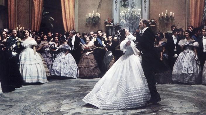 THE LEOPARD, (aka IL GATTOPARDO), center from left: Claudia Cardinale, Burt Lancaster, 1963. TM & Copyright 20th Century