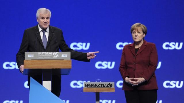 Horst SEEHOFER Ministerpraesident Bayern und CSU Vorsitzender mit Bundeskanzlerin Angela MERKEL C
