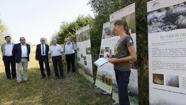 Naturschutzprojekt bei Allershausen: Judith Jabs-Innenhaag erläuterte zum Abschluss, was alles für die Unke gemacht worden ist.