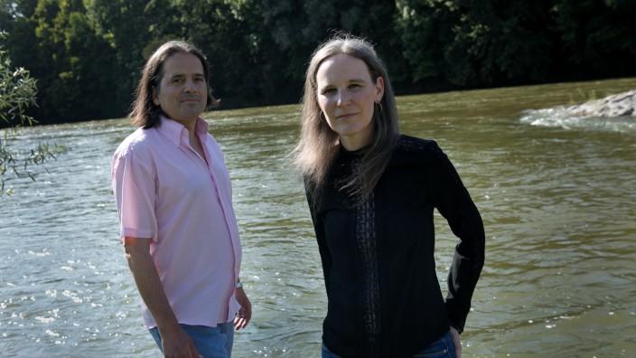 Künstlerpaar an der Isar